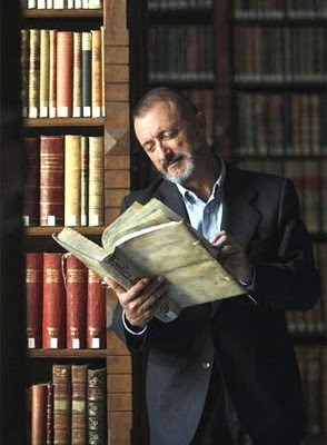 Arturo Pérez-Reverte reads.