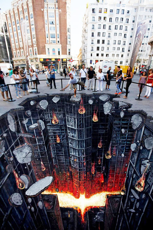 filmfun:  3D Street-Art: 'The Dark Knight Rises' —  Artwork created in Madrid for the premiere of the film.