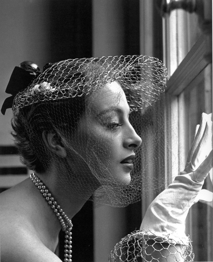 Capucine wearing a hat by Jean Barthet, photo by Georges Dambier
