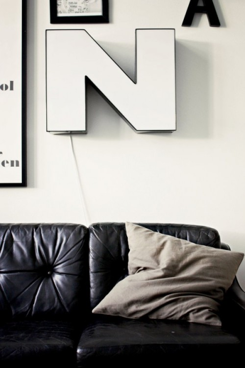 theblackworkshop:  Graphic living room in black and white