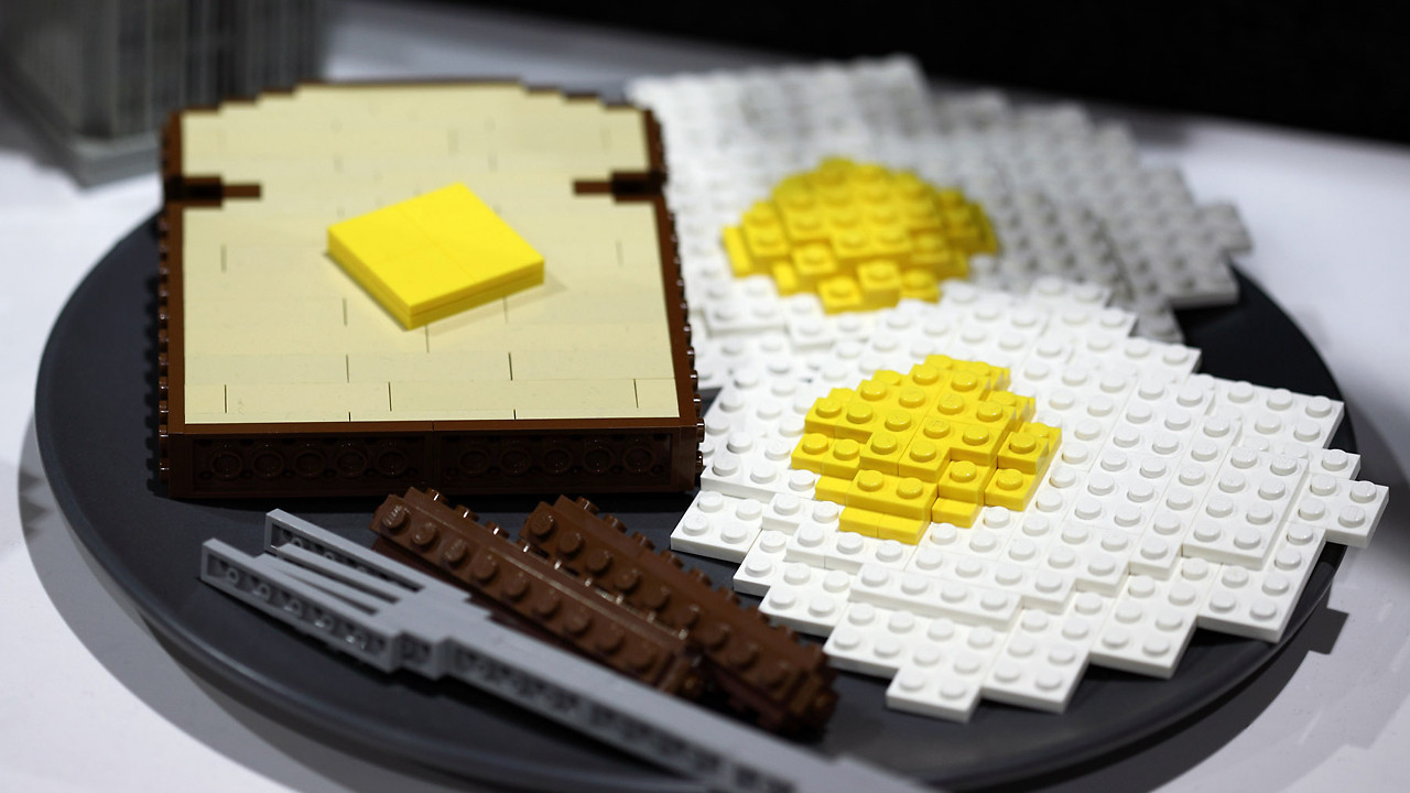 mattsbrickgallery:  notquitegenius:  #Lego #Breakfast. Just a little toast, eggs, and sausage links all Legoed out.   Good morning sunshine, your breakfast is ready.-MBG