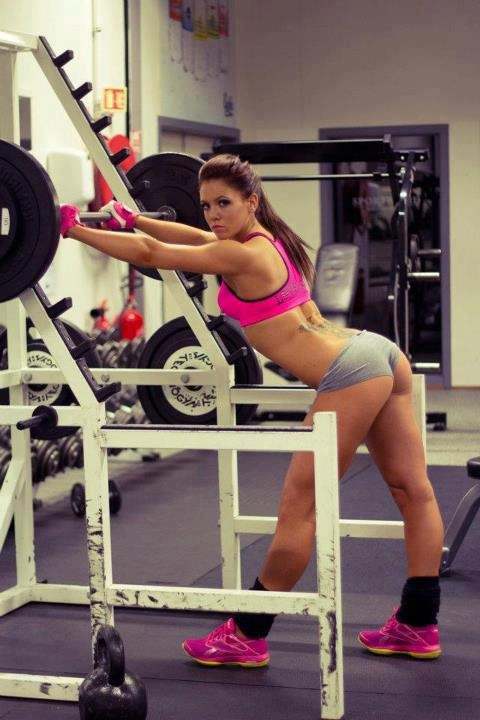 femalefitnessmodels:  Fitness models showing their ass and calves! Woooo…. Thank you booty shorts. Follow us on Facebook! — http://www.facebook.com/fullyflexed