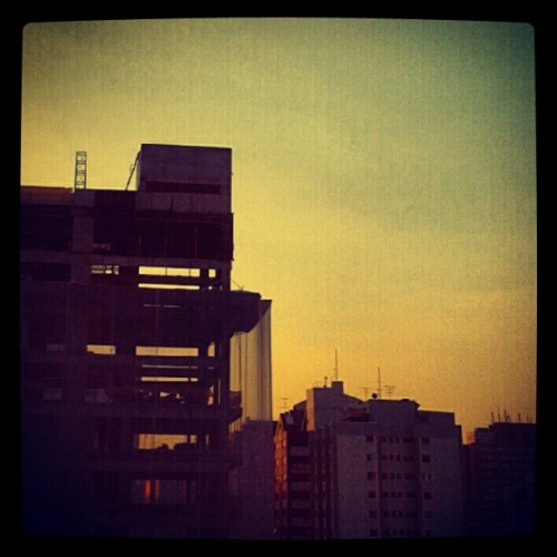 #skyline #sky #sunset #photooftheday #SP  (Publicado com o Instagram)