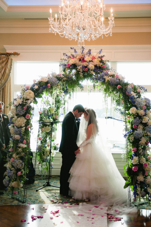 bellethemagazine:  pretty wedding arch