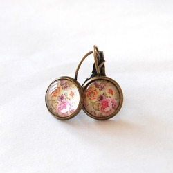 (via Juju Treasures / Vintage Floral Earrings)