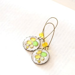 (via Juju Treasures / Botanical Earrings)
