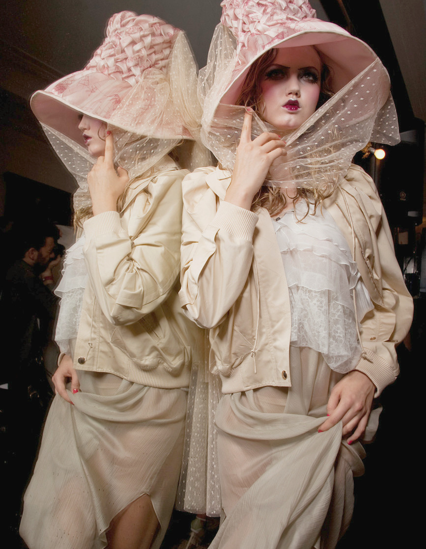 hautekills:  John Galliano s/s 2011 backstage
