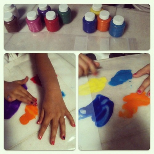 Easy finger painting! Ziplock bags and paint! #babysitting #fingerprints #easy #kidscrafts #funkids # (Taken with Instagram)