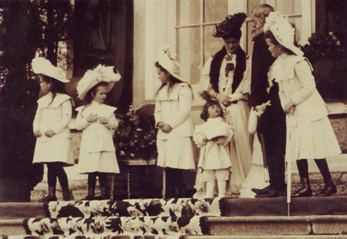 The Empress and her children on the steps of the Catherine Palace, c. 1907