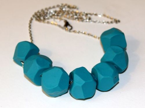(via DIY Turquoise Clay Necklace | Henry HappenedHenry Happened)