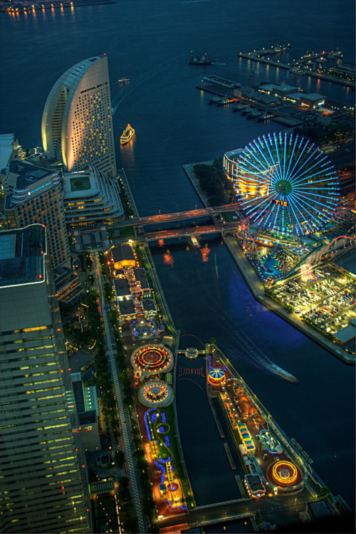 thingssheloves:  Yokohama Amusement Park, Japan  City lights.