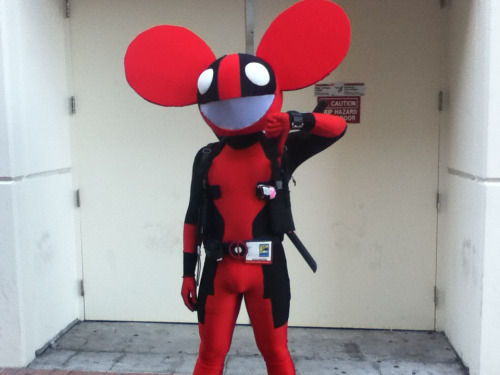 thebanishedprince:  Deadmau5 and Deadpool crossover. Something doesn't look right here.