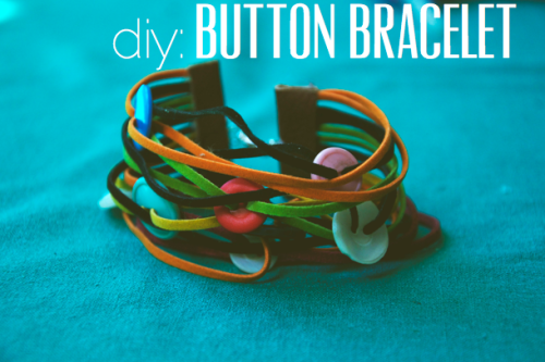 (via The Perfect Pear: DIY // Button Bracelet)