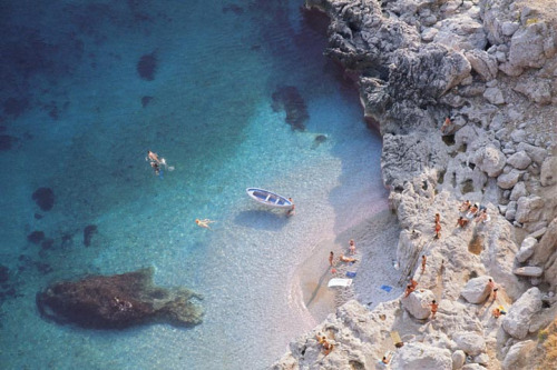 GOD TAKE ME TO THIS PLACE. IT IS HEAVEN RITE? thingssheloves:  Capri, Italy