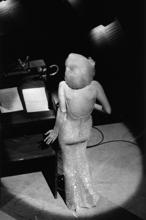 littlebunnysunshine:  Alone on stage, Marilyn Monroe sings Happy Birthday to President John F. Kennedy, New York, May 19, 1962