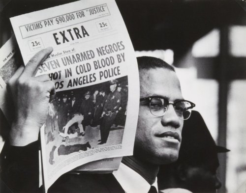 theelovebrigade:  Gordon Parks, Malcolm X selling newspaper, 1963.