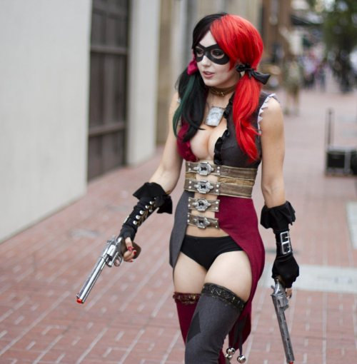 lordofapathy:  Yeah the new Harley design seen here in cosplay form.