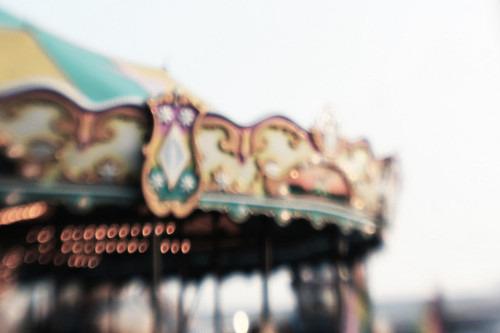 justbesplendid:  merry go round