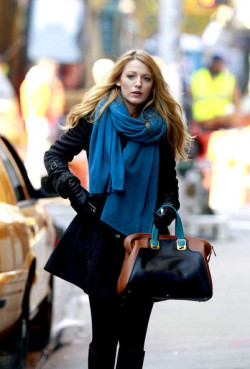 chanel-effect:  chanel-effect:  Blake Lively   300 notes already?! o;   (via imgTumble)