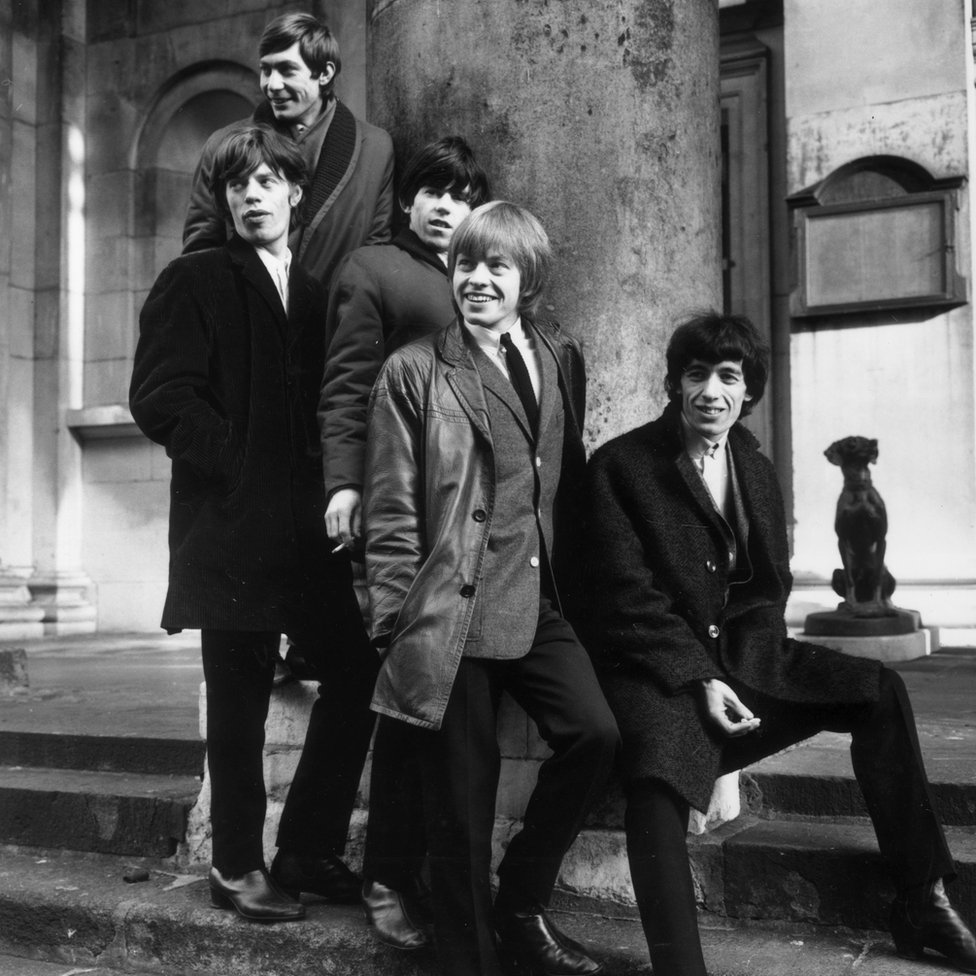 MICK JAGGER, CHARLIE WATTS, KEITH RICHARDS, BRIAN JONES et BILL WYMAN