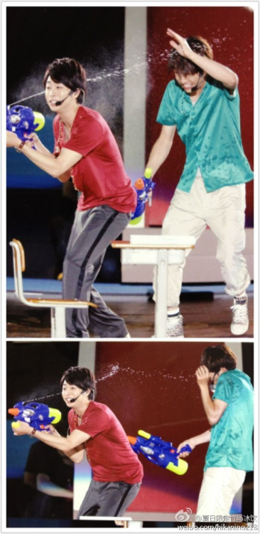 "mspiggysakurai:  Sho protecting his partner during ""battle of water"" (Waku Waku Gakkou, Osaka 2012).  ASDFGHJKL I SAW THIS LIVE AHHHHHHHHHH"