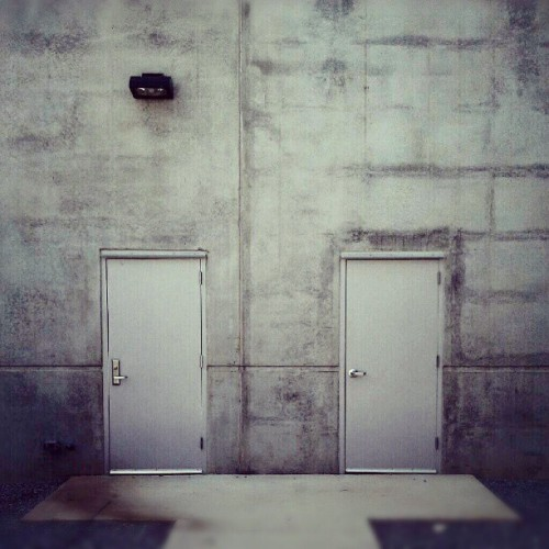 #doors #wall #wallnut #light #minimal #minimalanimal #minimalism #minimalist #minimalove  (Taken with Instagram)