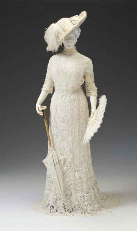 fripperiesandfobs:  Dress ca. 1907 From the Mint Museum