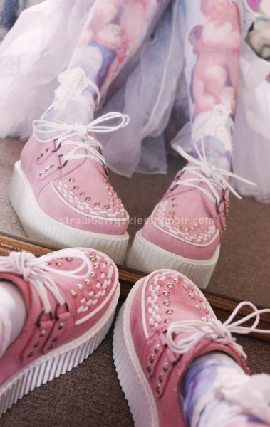 studdedkittens:  strawberryskies:  *3* my custom creepers arrived!   ☯ click here for more street fashion ☯