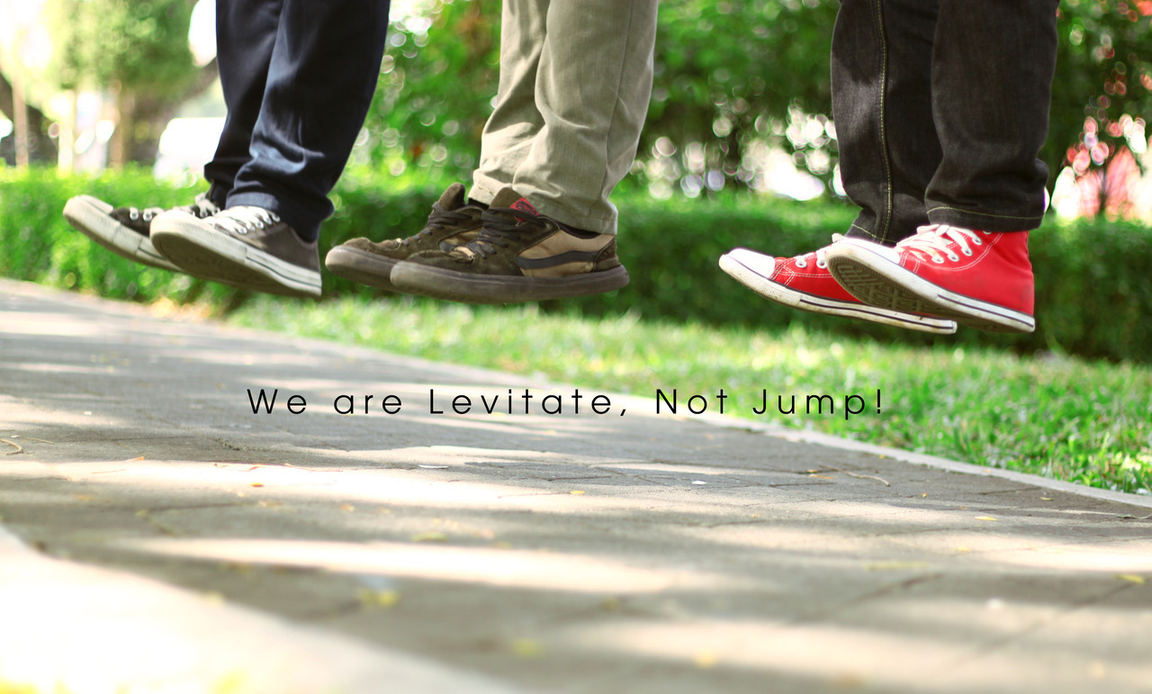"""We Levitate, Not Jump"" By: @hilmilitos dan @nugrahaditaModel: @dhika_pethuk , @Opannovan , @hilmilitosRegional: @LevitasihoreJGJKamera: Canon 550DShutter Speed: 1/256  Lokasi: Sekitaran Malioboro"