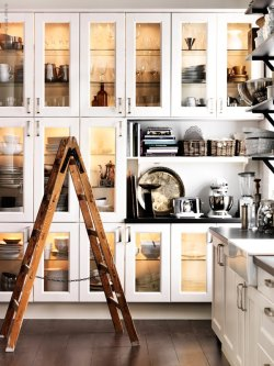 myidealhome:  white and glass cabinet