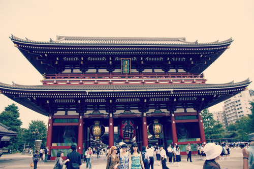 ileftmyheartintokyo:  Asakusa by yuu@photography on Flickr.