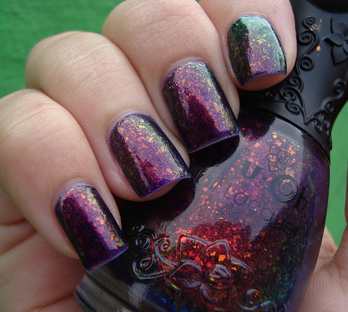 I seriously want this nail polish :)