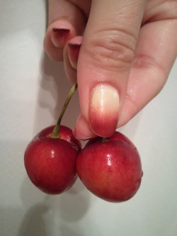 Pink Cherry Gradient Nails For tutorial and items breakdown go to http://vomoven.blogspot.com/2012/07/pink-cherry-gradient-nails.html
