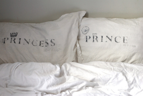 ok…these are Kamijo's and Hizaki's pillows LOL i JUST can't stop think about it!