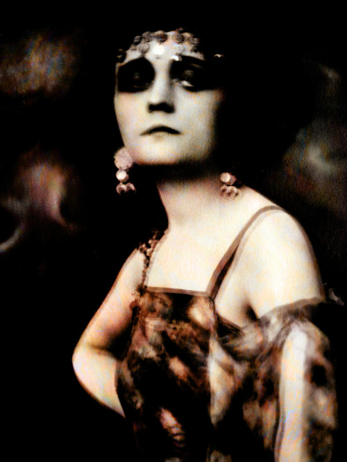 Digital photo collage with a postcard of Pola Negri (early photo (before 1928) publishing Verlag Ross, Berlin from Alexander Binder) © Artwork: Werner Schauer