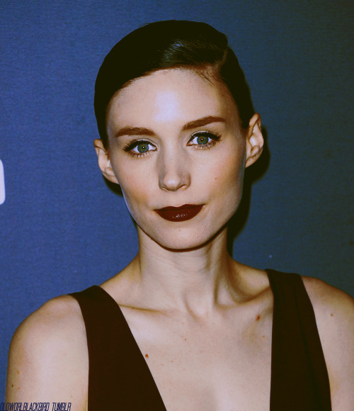 04/50 Pictures of Rooney Mara