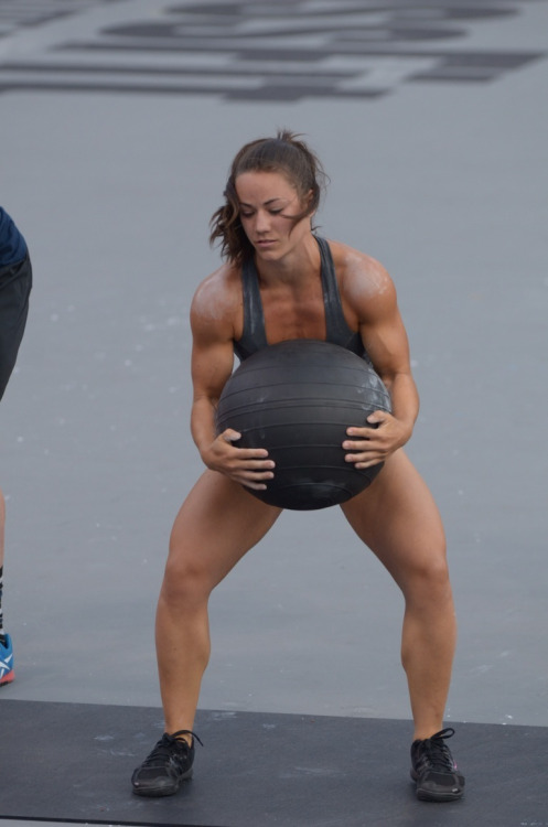 marathonmomtotwo:  Her arms are ridiculous! In an awesome way!