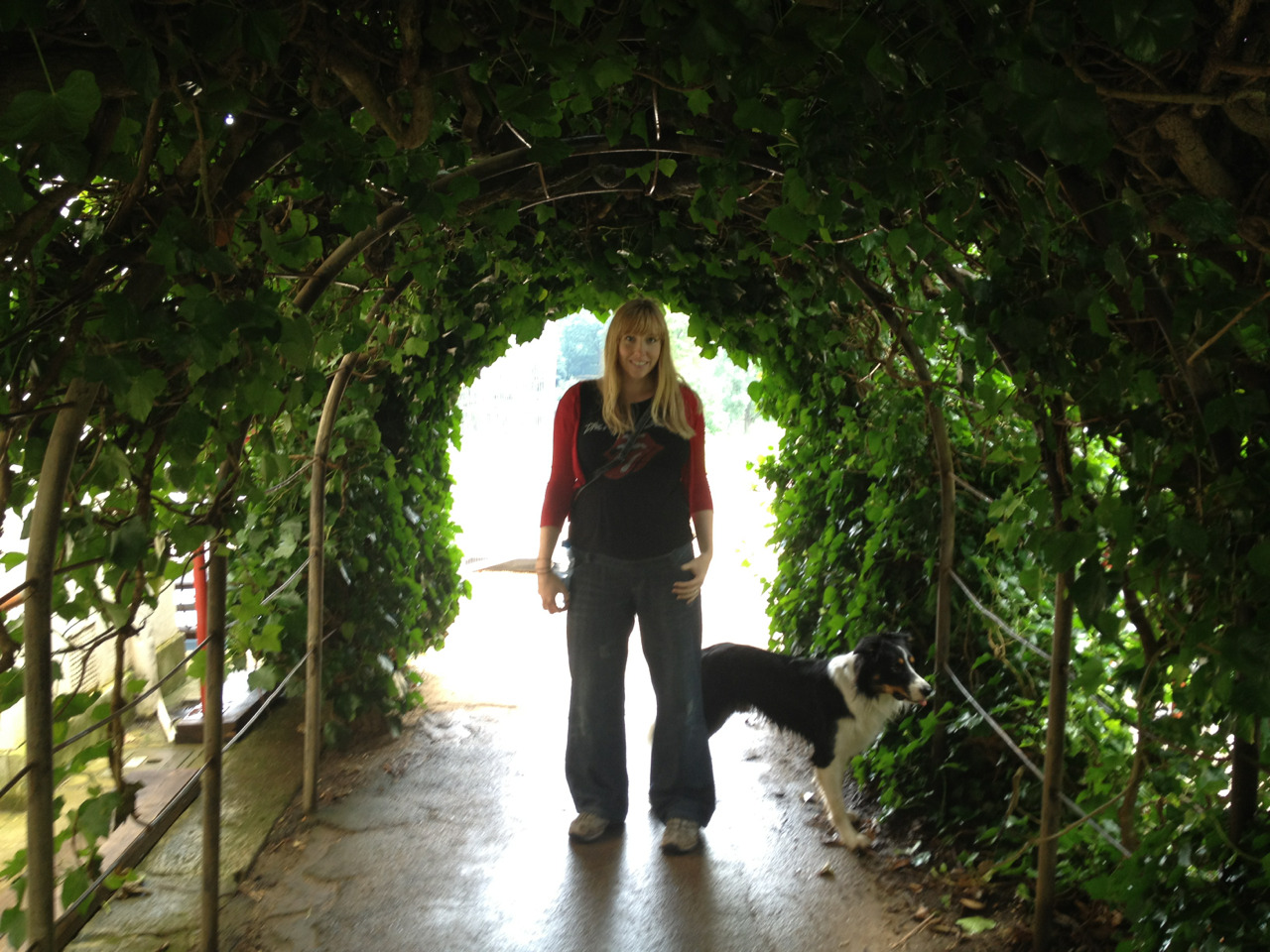 Lou & Bodhi under a bushy arch.
