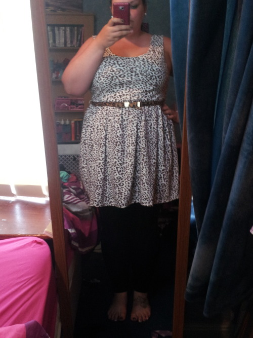 chunkymermaid:  outfittt of the daaaay…well night! leopard print dress: new look sale £12belt: dorothy perkins £2leggins: tescos £6