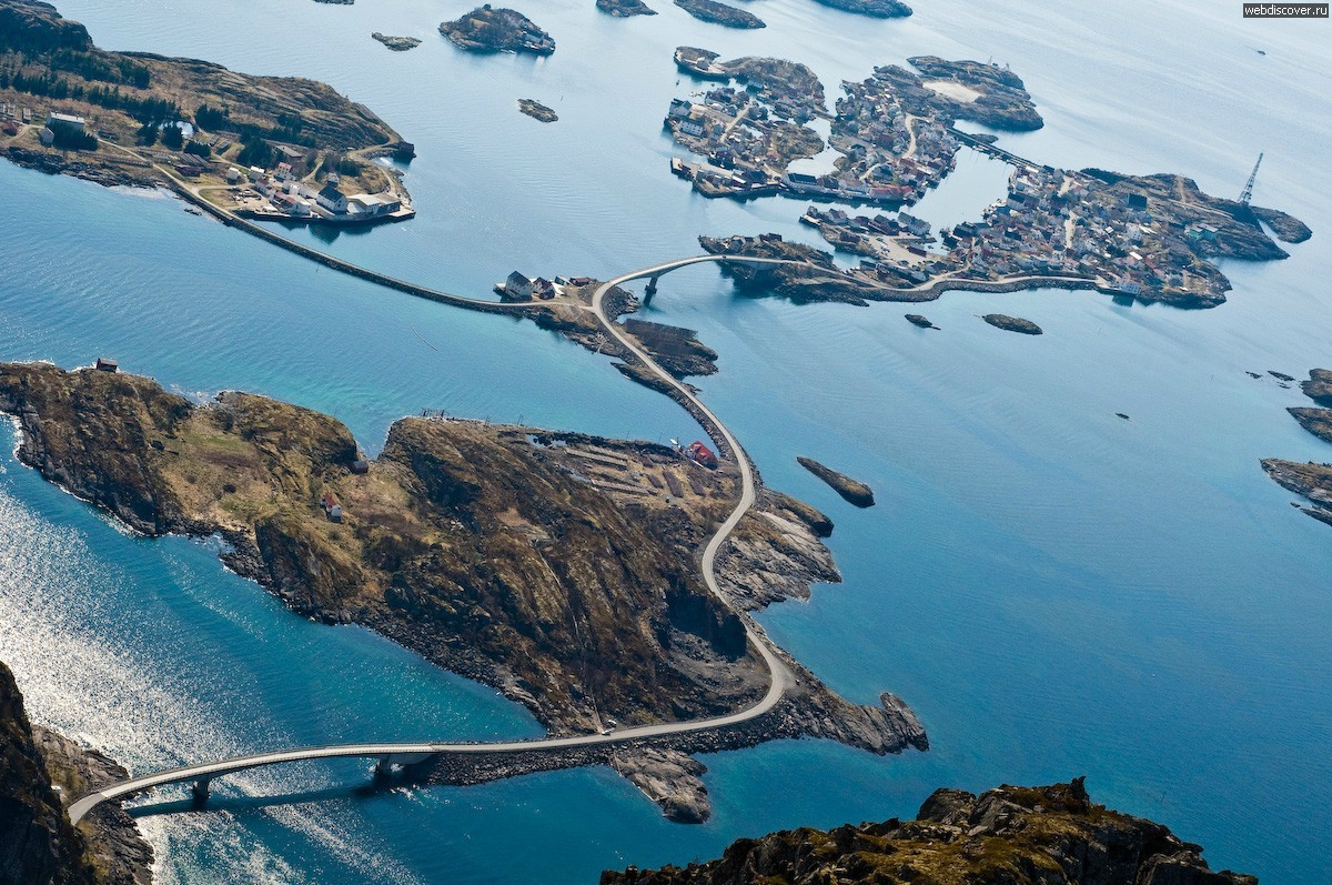 opticoverload:  Henningsvær, Norway as seen from the top of Festvågtinden.