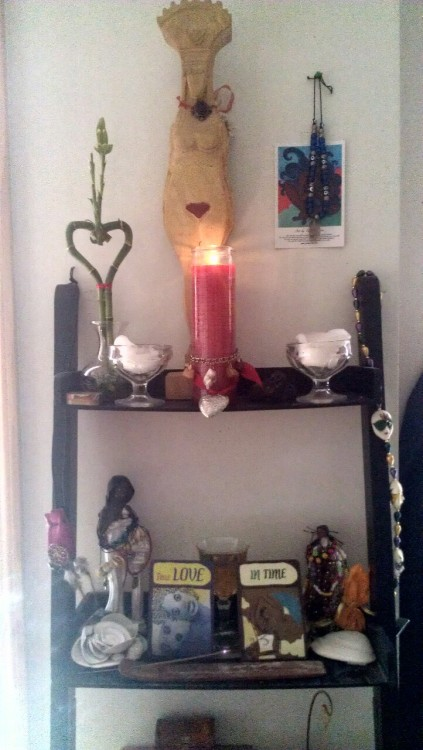 Moontime Altar.   I honor you, sisters, as we are one with the flowing river within us.   Blessed be the way.
