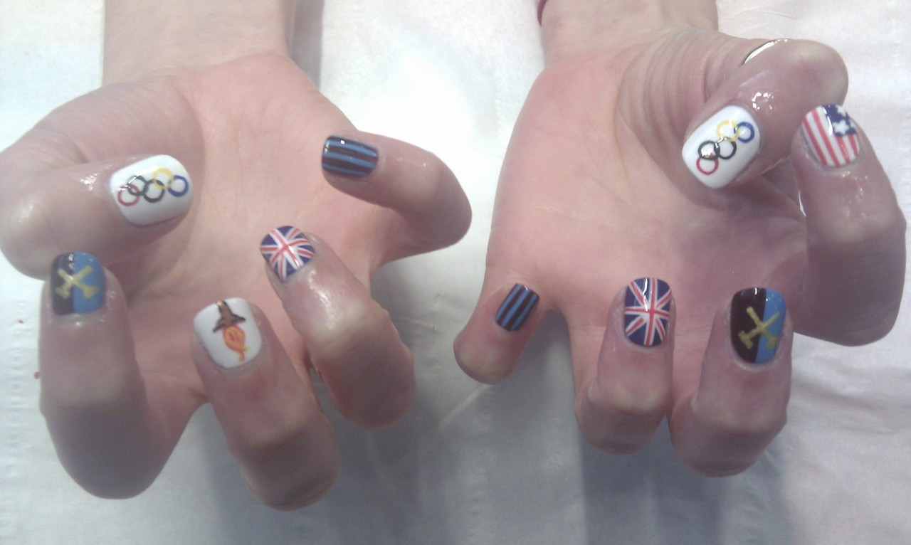 wahnails:  Olympic nails for leanne who's running with the torch tomorrow..good luck !