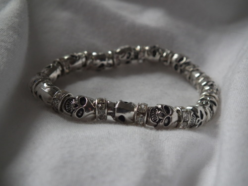 tribaltides:  boho-pow:  thepeachkids:  Photo taken by me of my Skull Bracelet. Please dont change the source or self promote:)x  (via imgTumble)