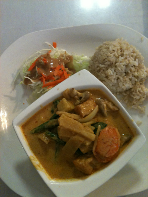 panang curry w/ veggies, tofu, and brown rice. :)