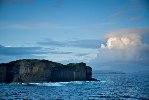 loveandaquestion:  Staffa, site of Fingal's Cave, Scotland by JC Richardson on Flickr.
