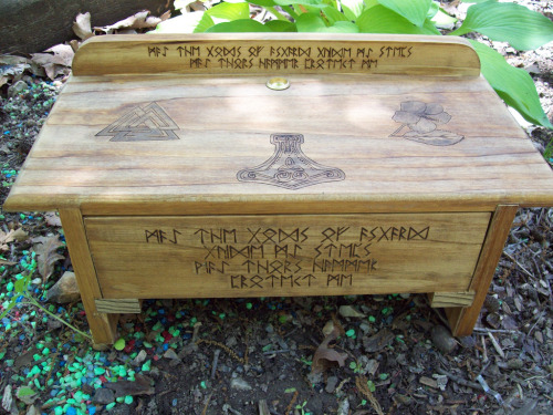 iamthewoodendoors:  Asatru Drawer Altar (by dragonoak)