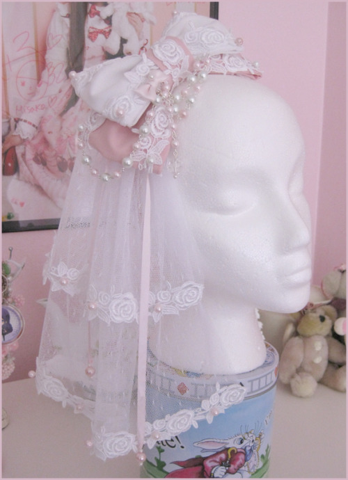 notanothergothloliblog:  theroyalrabbit:  Handmade Spring Rose Headbow  GET ON MY HEAD  Wow