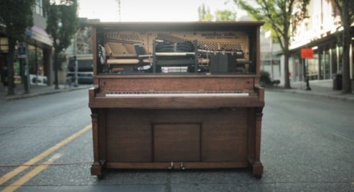Stanley: the piano that plays what you tweet.
