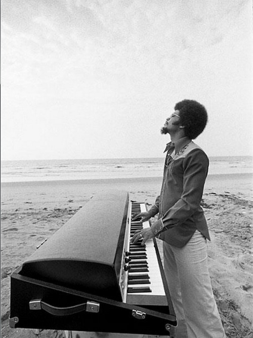 (via Artists in Action #653)  Herbie Hancock takes his Fender Rhodes on a beach vacation.