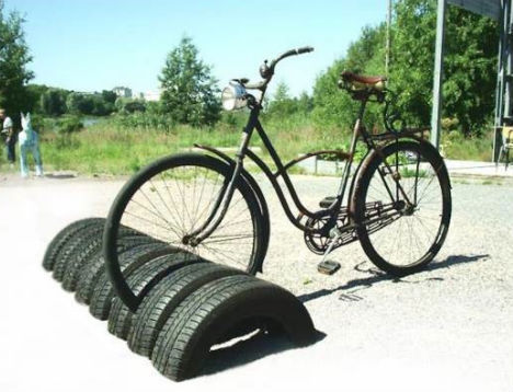 Half buried bike tires make a great stand. Not exactly a securing device but locking your bike to a tire is certainly a deterrent! I like how this looks, very geometric and uniform. I think I will be burying some tires at the Room 9.5 (my workshop!) Side note, Ted Ullrich of Tomorrow Lab up in Brooklyn and I made some similar bike racks while studying at Georgia Tech. I will find some pictures of our work and post them soon! Till then, enjoy these!